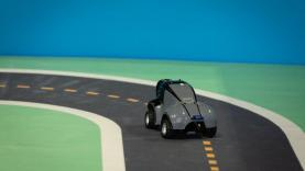 AWS demonstrerer reinforcement learning med bilen Deep Racer.