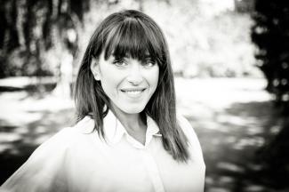 Angela Holst