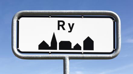 Efter reprimande fra politiet: Variable tavler gør det muligt at sænke hastigheden efter behov i Ry1